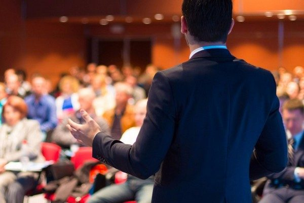 https://presentationgeeks.com/wp-content/uploads/2018/01/20160217205210-speaker-public-presentations-audience-conference-hand-gestures-body-language-information-meeting-talking-1-600x400.jpg